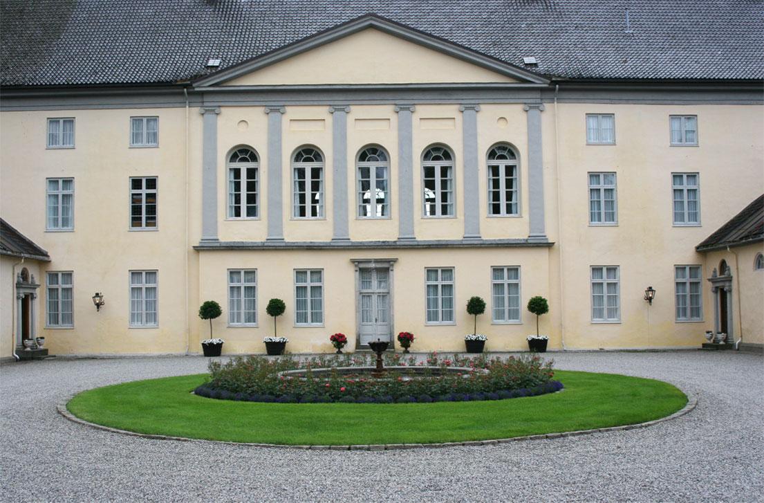 Hovedbygningen sett fra Borggården.